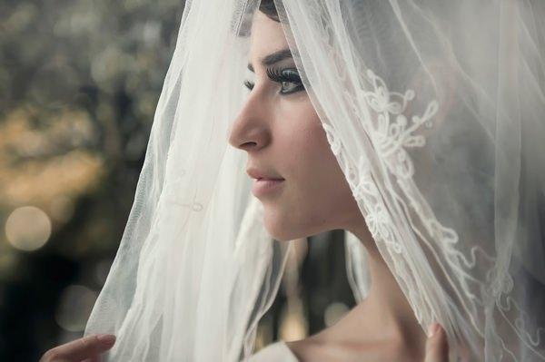 5bb21319834ef6 Також це може означати невдоволення від укладеного шлюбу. Приміряти таке  вбрання означає, що сімейне життя принесе щастя. Якщо вона уві сні розуміє,  ...